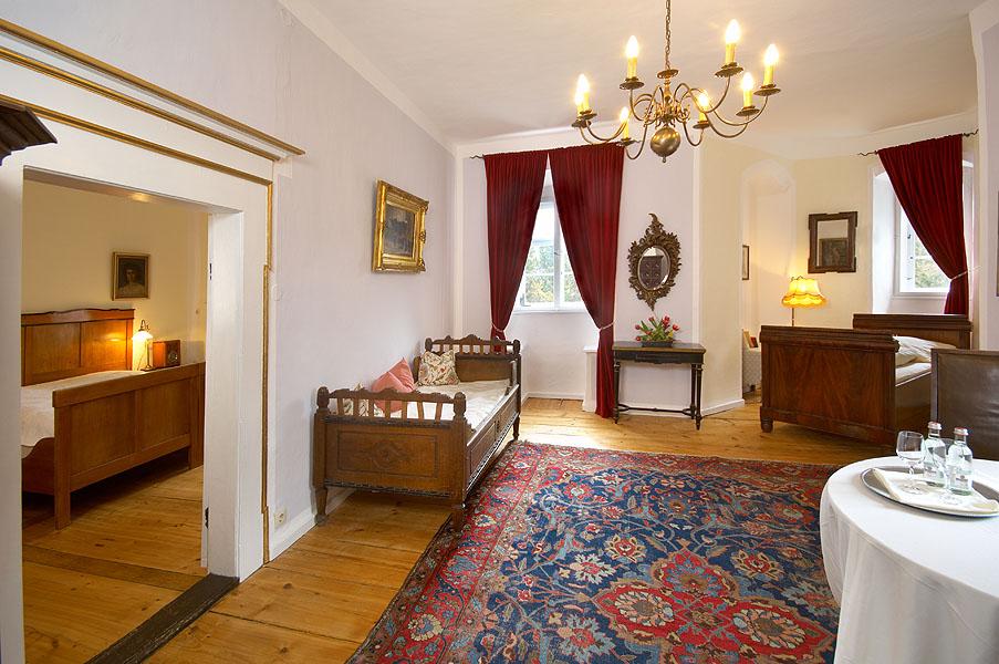 Schloss Corvey Schlafzimmer Mit Biedermeier Doppelbett Und Hotel Schloss  Eggersberg Zimmer ...